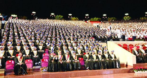 جامعة السلطان قابوس تحتفل بتخريج الدفعة الثلاثين من كلياتها العلمية .. يبلغ عددهم 1283 خريجا وخريجة