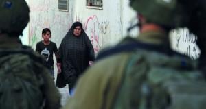 الاحتلال يغتال قياديا بـ(الجهاد) وزوجته في عدوان على غزة .. وشهداء وجرحى بسلسلة غارات استهدفت القطاع