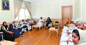 وزير الصحة يلتقي بمجموعة طلبة المدارس