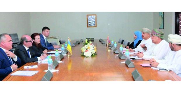 السلطنة وأوكرانيا تعقدان جلسة مشاورات سياسية