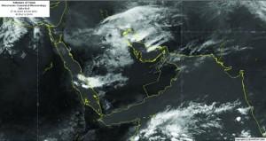 الانذار المبكر: أخدود لمنخفض جوي يؤثر على اجواء السلطنة بأمطار متفاوتة الغزارة حتى الجمعة