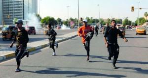 العراق يرفع حظر التجول ومحتجون يغلقون مدخل مصفاة الناصرية