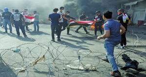 العراق: إضراب عام وقطع طرق رئيسية .. والاحتجاجات تؤخر تفريغ الشحنات الغذائية