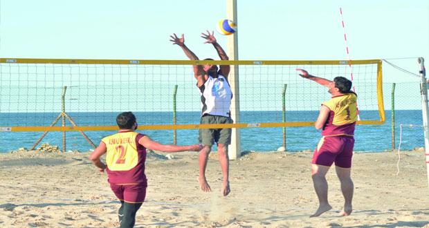 مسابقات الألعاب الشاطئية تدخل أسبوعها الثالث وسط إثارة ومنافسة قوية بالمصنعة