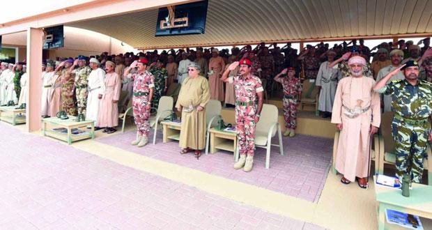 الجيش السلطاني العماني يحتفل بيوم القوات المسلحة ويوم المتقاعدين بمسقط وظفار ومسندم