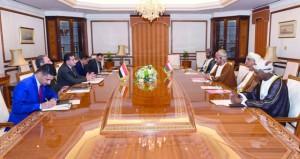استعراض العلاقات الثنائية بين السلطنة والعراق وسبل تعزيزها في مختلف المجالات