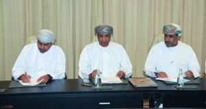 توقيع عقد إدارة وتشغيل منفذ البيع بجناح السلطنة في إكسبو دبي 2020