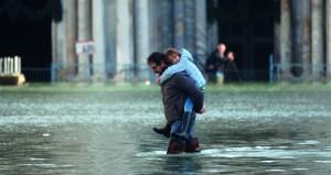 فيضانات تضرب فينيسيا بإيطاليا.. وتخلف وفيات وجرحى في بوروندي