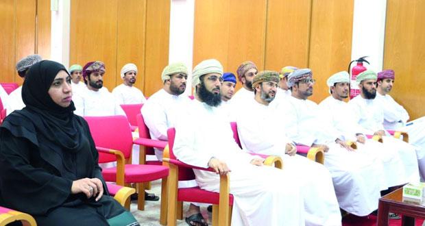 حلقة نقاشية حول النصوص الأدبية العمانية في المناهج الدراسية تؤكد أهميتها في تشكيل الوعي وتخليد ذاكرة الوطن