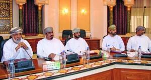 الشؤون العامة ببلدي مسقط تستعرض مقترح مسابقة (المشاريع الخدمية) بين ولايات المحافظة