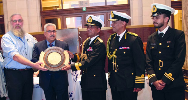 السفينة البلجيكية (رووبل) تحصد جائزة السلطان قابوس للإبحار الشراعي التاسعة
