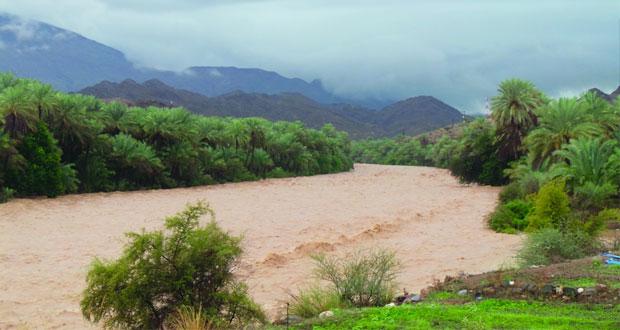 السلطنة تشهد امطار غزيرة وجريان الاودية على معظم المحافظات المركز الوطني للانذار المبكر يحذر من المجازفة بعبور الاودية