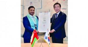 منح ميدالية وشهادة المواطنة الفخرية لسفير السلطنة لدى جمهورية كوريا الجنوبية