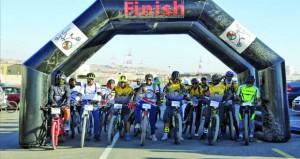 وكيل الصحة يرعى السباق الجبلي الأول للدراجات الهوائية بعبري