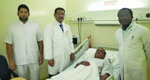 مستشفي جعلان بني بوعلي يحتفل باجراء العملية 300 في التوصيل الوريدي الشرياني