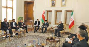 السلطنة وإيران تبحثان القضايا الثنائية والإقليمية