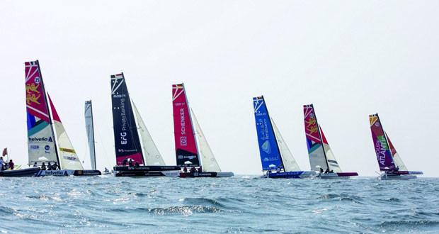 القوارب العمانية تحجز المراكز الأولى وتألق واضح للفريق للنسائي في سباقات الطواف العربي للإبحار الشراعي