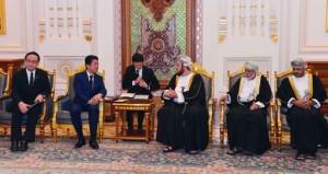 أسعد بن طارق يستقبل رئيس وزراء اليابان