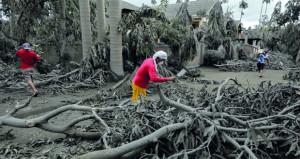 """بركان """"تال"""" يجبر 162 ألف شخص على النزوح في الفلبين"""