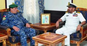 قائد البحرية السلطانية العمانية يستقبل قائد مركز العمليات البحري الموحد