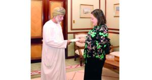 الوزير المسؤول عن الشؤون الخارجية يتسلم نسخة من أوراق اعتماد السفيرة الاميركية