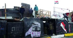 العراق: المحتجون يوسعون رقعة التظاهرات ويسيطرون على طرق وساحات جديدة