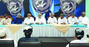 نادي صلالة يستعرض المشاريع الاستثمارية وأنشطته وفعالياته