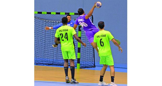 تواصل الإثارة والندية في منافسات الدور الأول بدوري عام السلطنة لكرة اليد