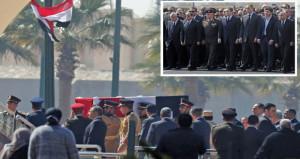 السيسي يتقدم جنازة عسكرية للرئيس المصري الأسبق