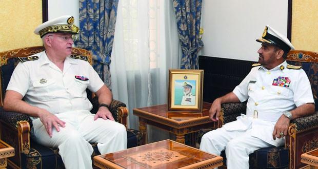 قائد البحرية السلطانية العمانية يستقبل قائد القوات الفرنسية في المحيط الهندي