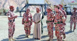 الوزير المسؤول عن شؤون الدفاع يزور عددا من وحدات وتشكيلات الجيش السلطاني العماني