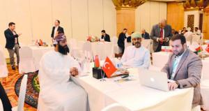 """""""الغرفة"""" تستعرض تعزيز العلاقات التجارية العمانية التركية"""