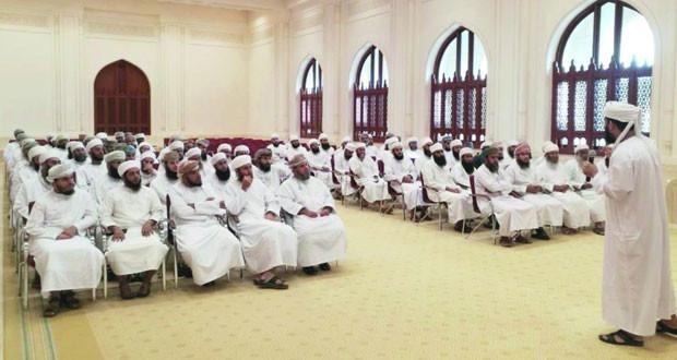 ختام الدورة التدريبية للكوادر الدينية بعنوان:(المدخل إلى نفس الإنسان) بجامع نـزوى