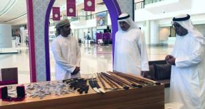 معرض مسقط الدولي للكتاب يشهد تدفقا للزوار في يومه الأول والبرنامج الثقافي حافل بالفعاليات