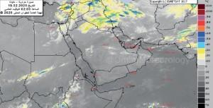 عوالق ترابية ورؤية أفقية متوسطة وتدفق سحب عالية على شمال السلطنة والحرارة بين 18 و28 درجة مئوية