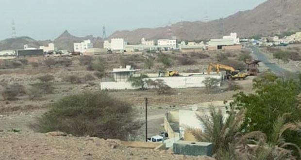 أهالي قرية سرو بمسفاة بوشر يطالبون بوقف زحف المخططات الصناعية والتجارية على أحيائهم السكنية