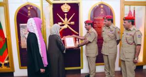 متحف قوات السلطان المسلحة يُعرض نسخة طبق الأصل من رسالة المغفور له السلطان قابوس الموجهة إلى العائلة المالكة