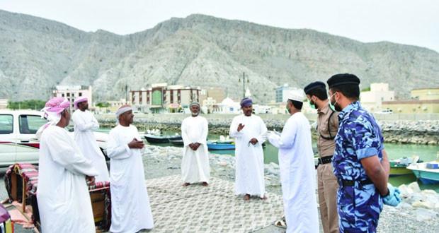 شرطة عمان السلطانية تسيّر الدوريات لمنع التجمعات للحد من انتشار فيروس كورونا «كوفيد ـ 19»