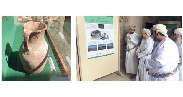 معرض آثار ولاية المضيبي يعرف بالحقب الزمنية والمواقع الأثرية