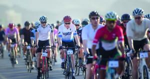 الدرّاج البريطاني كولن بيك يعزّز صدارة الترتيب العام للسباق في ختام المرحلة الثانية من سباق هوت روت عُمان