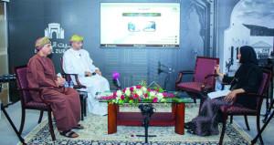 """خالد بن حمد وناصر الطائي في جلسة حوارية حول """"الفنون"""" في حياة السلطان قابوس"""