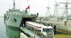 البحرية السلطانية العمانية تواصل تسيير رحلاتها البحرية لنقل المشتقات النفطية والاحتياجات الضرورية إلى مسندم