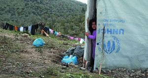 اليونان تدافع عن إجراءاتها على الحدود .. واللاجئون يتشبثون ببارقة أمل
