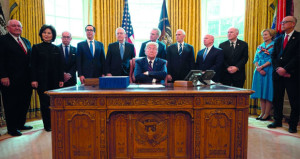 الرئيس الأميركي يوقع حزمة تحفيز تاريخية بقيمة 2.2 تريليون دولار