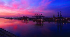 """الرئيس التنفيذي للمنطقة الحرة ونائب الرئيس التنفيذي لميناء صحار في حديث لـ""""الوطن الاقتصادي"""": 10.4 مليار ريال عماني حجم الاستثمارات بميناء صحار والمنطقة الحرة بنهاية العام الماضي .. و1.3 مليار ريال عماني مساهمة المنطقة الحرة والميناء في الناتج المحلي الإجمالي"""
