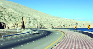 """""""النقل"""" تنهي مشروع تحسينات طريق خصب ـ تيبات بمسندم بطول 39 كيلومتراً"""