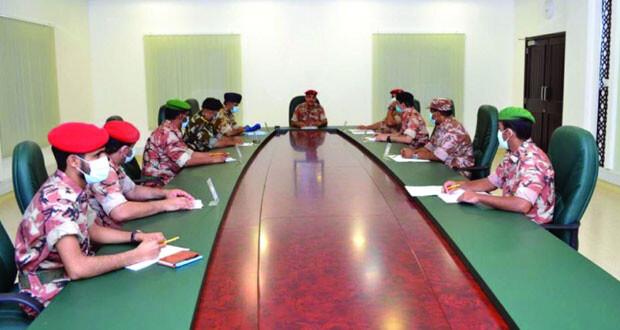قوات السلطان المسلحة تواصل جهودها وتسخير إمكانياتها للتعامل مع تأثيرات الحالة المدارية في ظفار