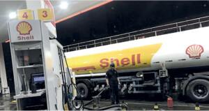 الخام العماني يرتفع أكثر من دولار وأسعار النفط تهبط لاحتمال عودة الإمدادات الليبية