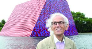 وفاة الفنان كريستو كريستو فلاديميروف المشهور بتغليف المباني