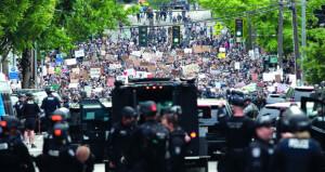 آلاف الأميركيين بالشوارع .. و(البنتاجون) ينقل 1600 جندي إلى واشنطن